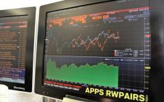 Spread in deciso calo (289 punti). Borsa di Milano in rialzo