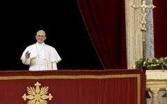 Vaticano: Angelus in ritardo, il Papa era chiuso in ascensore