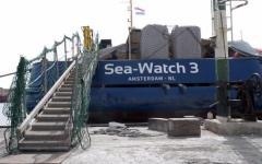 Migranti: Sea Watch3 non molla e entra nelle acque territoriali italiane