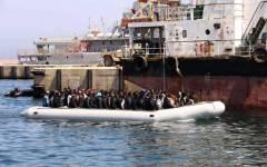 Tunisi: guardia costiera blocca 61 migranti su barcone, diretti a Lampedusa