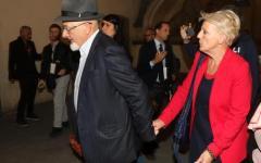 Arresti domiciliari per i genitori di Renzi, accusati di bancarotta fraudolenta. La reazione di Matteo