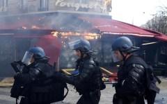 Parigi: gilet gialli, dopo la sostituzione del prefetto cadono altre teste. Stretta sull'ordine pubblico