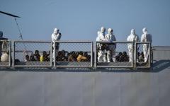 Genova: partito il primo pullman con a bordo 50 migranti, destinazione Lazio