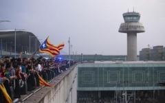 Barcellona: protesta catalani, tre arresti, 170 feriti, voli sospesi all'aeroporto