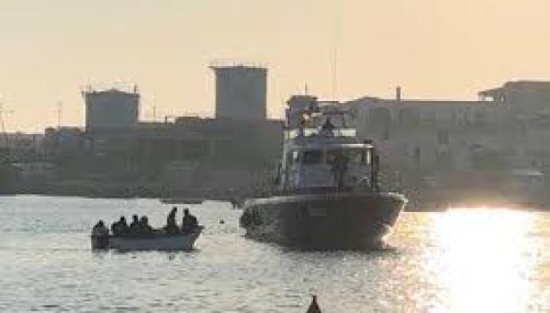 Migranti: nuovo sbarco a Lampedusa di 70 persone, in maggioranza donne e bambini