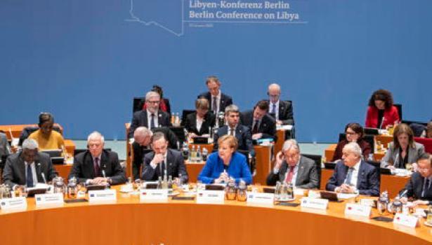 Libia: accordo a Berlino sulla tregua. Ma Sarraj e Haftar si evitano