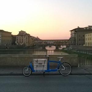 corriere in bicicletta firenze