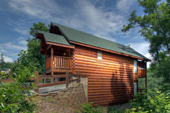 Pigeon Forge 2 Bedroom Cabin In The Smokies With Log Exterior And Interior That Has A