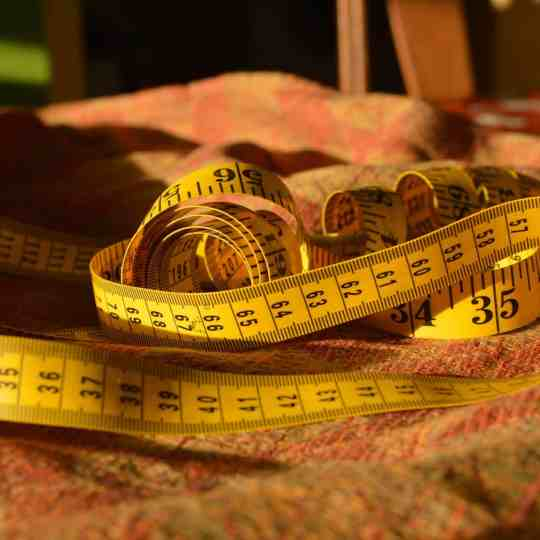 <h1>Measuring a Woven Wrap: Soft Tape Measure in Hand (STIH)<h1>