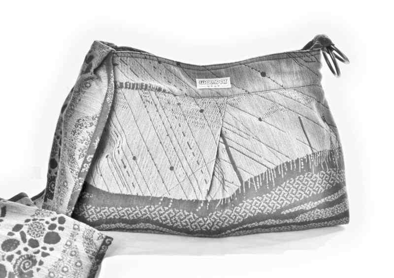 GREYSCALE WOMPAT BAG