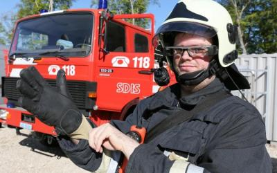 Visor lets firefighters see through the smoke