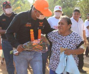 Caminos óptimos y semillas mejoradas para el campo, garantiza Jesús Morales Reyes