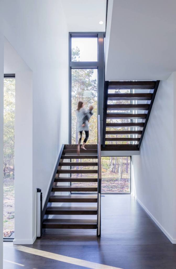 01 Stairs with natural light