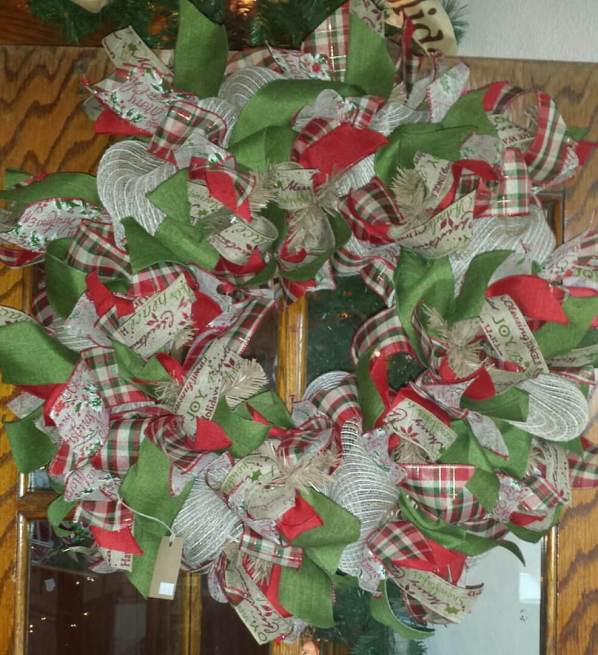 Holiday Wreath - Green White