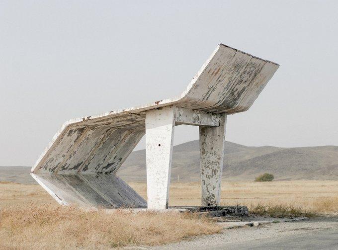 12. Kazakistan, Taraz yakınlarında bir otobüs durağı. Fotoğraf: Christopher Herwig.