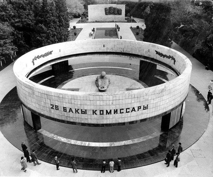 7. 26 Komiserler Anıtı, Azerbaycan'ın Bakü kentinde, Bakü komününden 26 Komisere saygı için yapılmış bir Sovyet dönemi anıtı.
