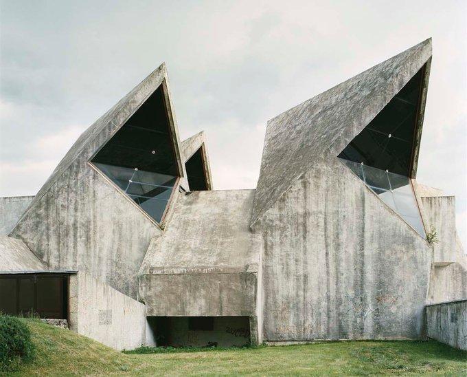 19. Vojin Bakić tarafından tasarlandı, 1949'da inşa edildi ve Yugoslavya cephesinde düşen savaşçılara adandı. Fotoğraf: Jan Kempenaers