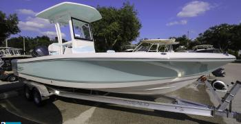 Robalo R246 Cayman SeaFoam Green Walkthrough
