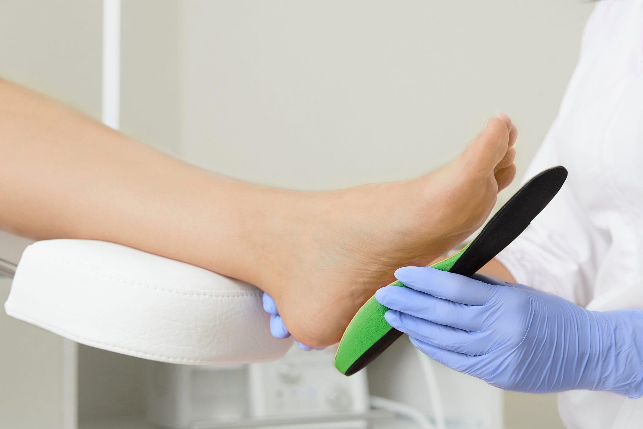 L'effetto di solette a cuneo laterale in pazienti con osteoartrosi del comparto mediale del ginocchio: confronto/rapporto tra biomeccanica e neuroscienza del dolore