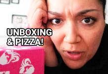 unboxing pizza