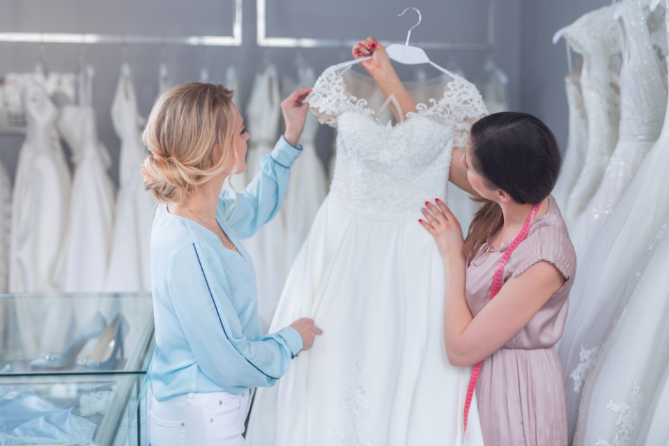 Jak-suchnać-przed-ślubem-Piękne-suknie-ślubne