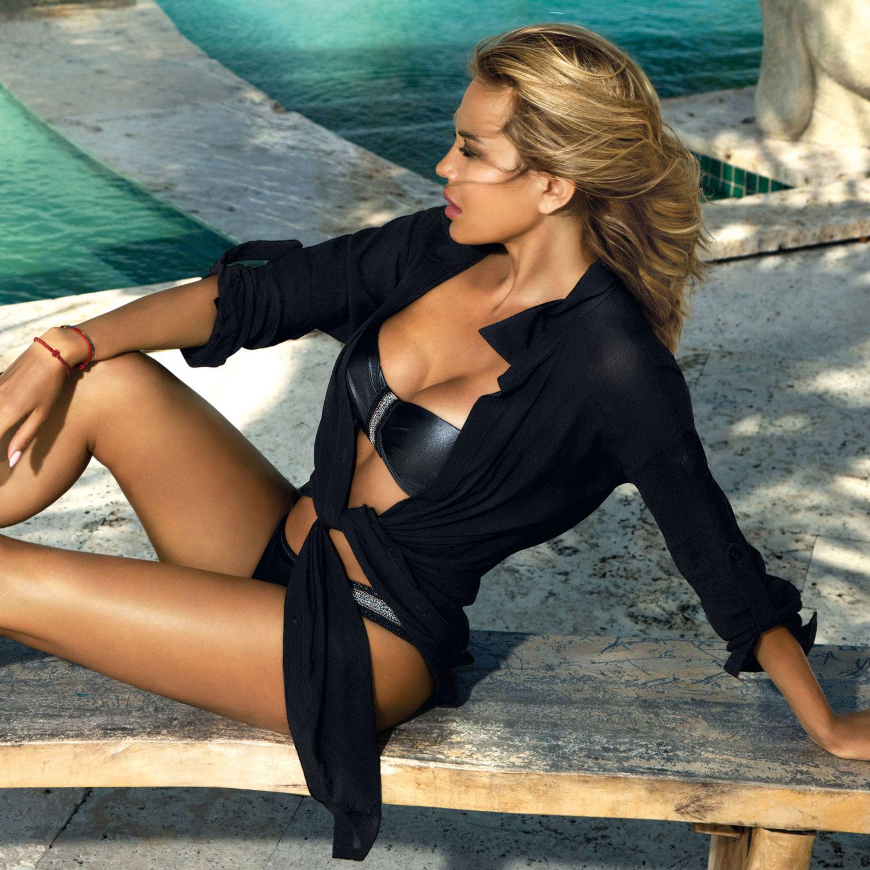 Plażowa elegancja, czarna sukienka plażowa
