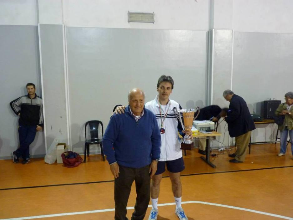 a sx il patron della manifestazione Efisio Pisano con l'atleta veterano Karim Riquaire
