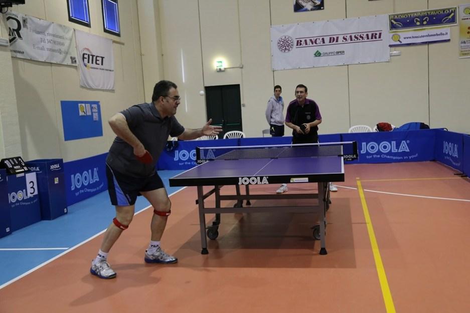 Maurizio Saiu serve su Alessandro Borea (Foto Tomaso Fenu)