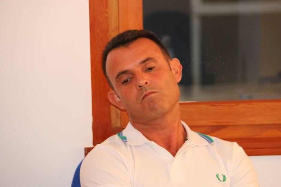 Gianluca Mattana assorto durante l'Assemblea elettiva (Foto Gianluca Piu)