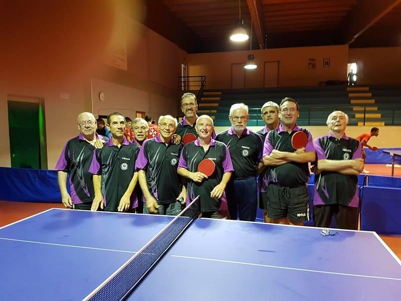 Foto di fruppo con gli atleti della Fintes Cagliari