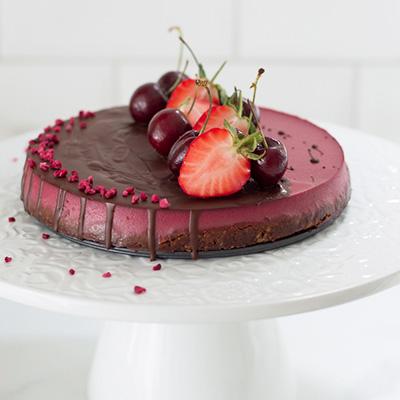 VEGAN STRAWBERRY MOUSSE CAKE (GF, NO REFINED SUGAR)