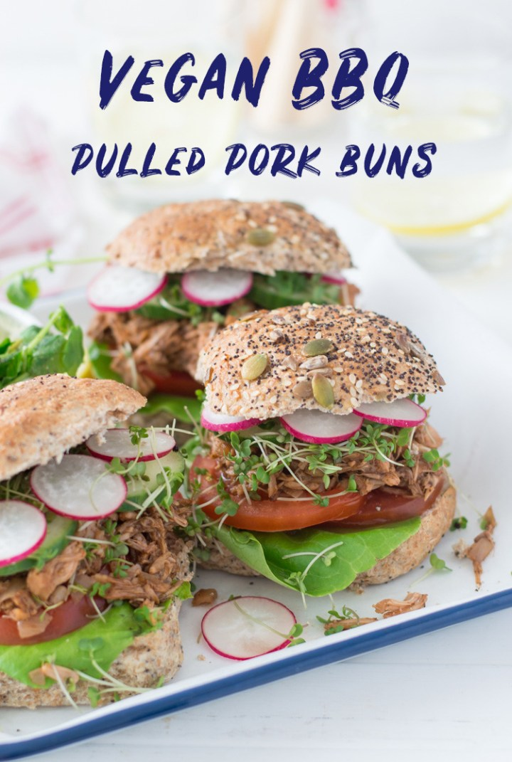 Vegan BBQ 'pulled pork' sandwiches via Fit Foodie Nutter #vegan #cleaneating #veganbbq #picnic #picnicrecipes