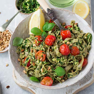 SIMPLE, HEALTHY & QUICK 15 MINUTE PASTA WITH GREEN PESTO (VEGAN, GF)