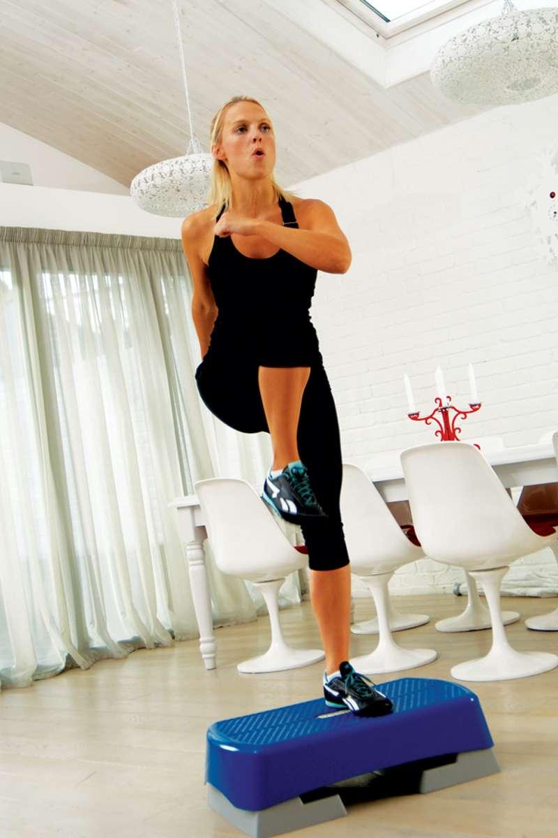 Step Aerobic Workout fr den KnackPo  Bilder  FIT FOR FUN