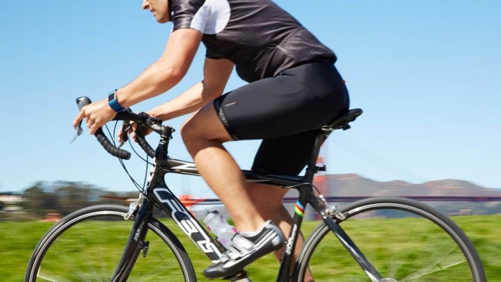 Fitbit: wielrenner met sporthorloge