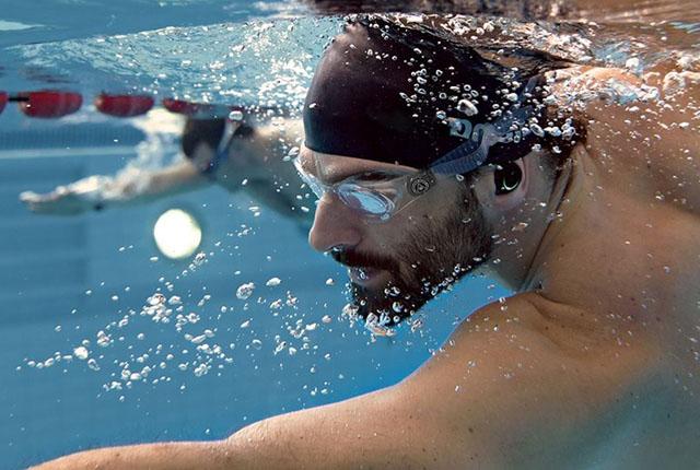Bragi Dash tijdens het zwemmen
