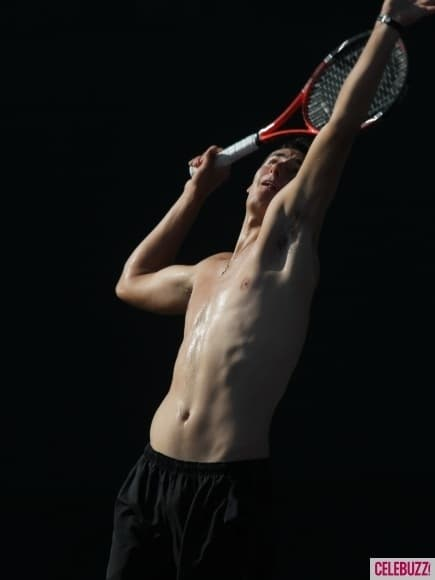 Novak-Djokovic-Sharpens-His-Tennis-Skills-Shirtless-3-435x58