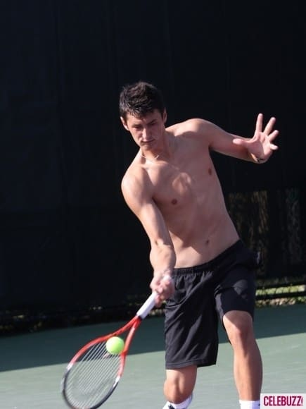 Novak-Djokovic-Sharpens-His-Tennis-Skills-Shirtless-435x580
