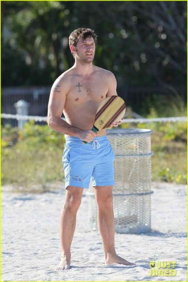 alex-pettyfer-goes-shirtless-sexy-for-miami-beach-day-13