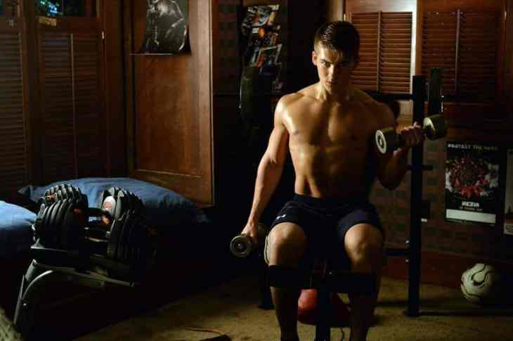 """PRETTY LITTLE LIARS - """"Out, Damned Spot"""" - College pressures mount while the Liars try to keep tabs on Mike in """"Out, Damned Spot,"""" an all-new episode of ABC Family's hit original series """"Pretty Little Liars,"""" premiering Tuesday, February 10th (8:00 - 9:00 PM ET/PT). (ABC Family/Eric McCandless) CODY CHRISTIAN"""
