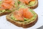 Toast di salmone e avocado