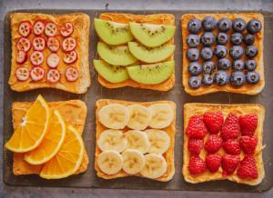 Bread Slice Fruit with Peanut Butter Pre Workout - Fitness HN
