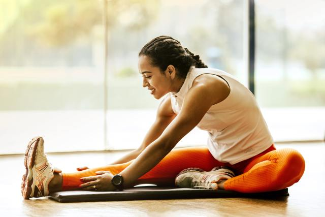 online personal trainer featured image - women stretching