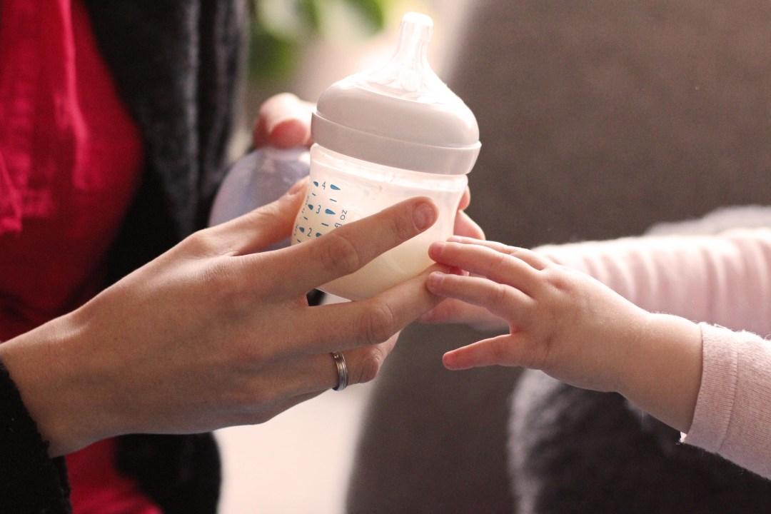 borstvoeding combineren met flesvoeding
