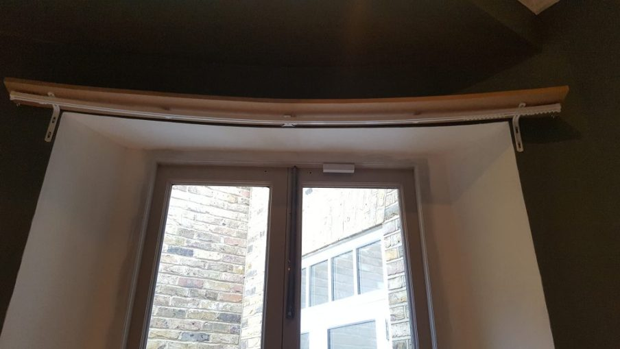 Curved pelmet board and curtain track