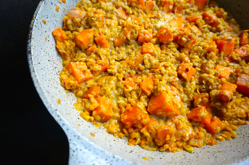 Dhal lentilles corail patates douces au curry
