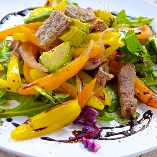 Five Minute Steak, Veggie and Arugula Salad