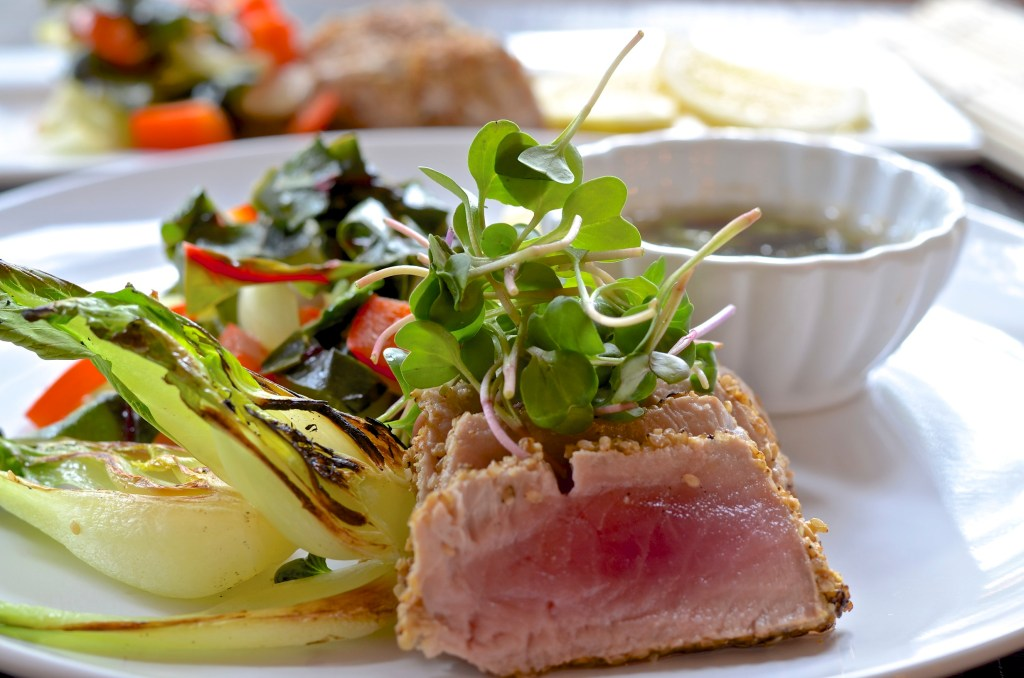alt:Five Minute Meals Seared Tuna with Bok Choy, Stir-fried Veggies and Dipping sauce photo