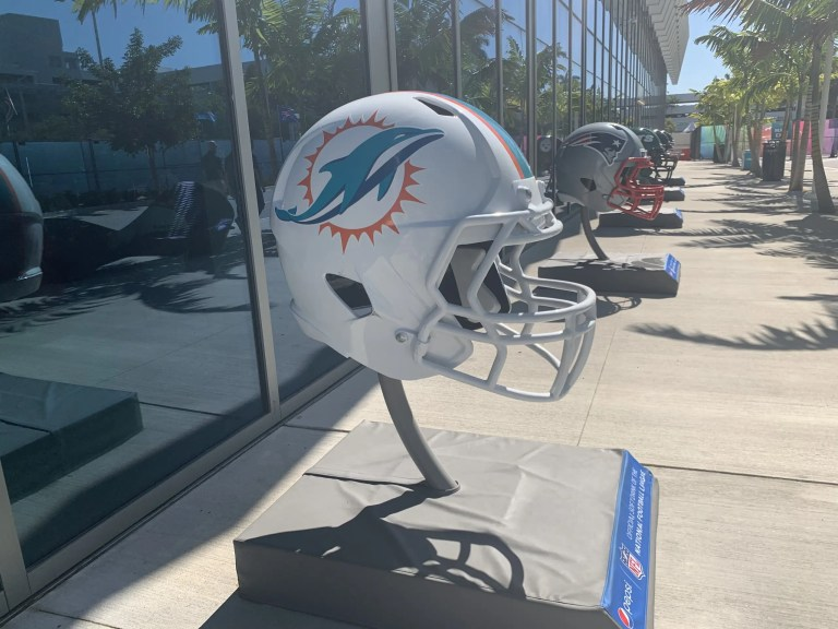 Miami Dolphins: Assistant head coach Karl Dorrell off to Colorado