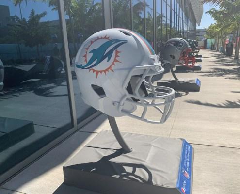 Miami Dolphins sign ex-Patriot linebacker Elandon Roberts